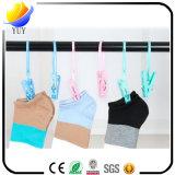 De multifunctionele Drogende Wasknijper van de Handdoek van Kleren Plastic Met de Kabel Vaste Klem van de Handdoek