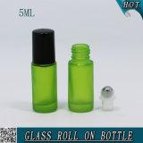 Roulis en verre vert de produits de beauté de la qualité 5ml sur la bouteille pour l'huile essentielle