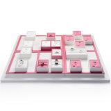 Talla de encargo de la fábrica al por mayor de China y conjunto de cuero blanco y rosado de la joyería de la insignia del organizador de madera del expositor del anillo de la joyería de visualización