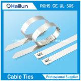 Edelstahl-selbstsichernde Kabelbinder, wenn Kabel befestigt wird