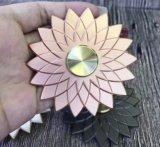 El juguete luminoso del hilandero de la mano de la persona agitada del metal del loto hermoso para tensionar releva