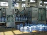 Planta de enchimento bebendo da água do tambor da cubeta automática de 5 galões