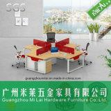 Muebles de la oficina conceptora de la cruz del precio razonable en cuatro plazas con la cabina móvil