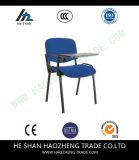 con los apoyabrazos plásticos de la silla del acoplamiento