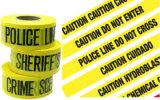 Bande jaune de barrière d'avertissement avec des mots d'impression
