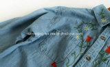 Camicia ricamata S del `delle donne del Jean