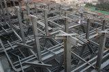 Edifício grande com fabricação estrutural de aço