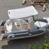 Barco a estrenar de la costilla del casco de la fibra de vidrio del bote del barco los 5.8m de Liya