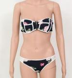 Moderner Bikini-Badeanzug