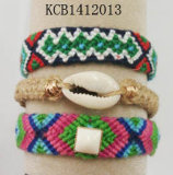 Gesponnenes Raupe-Armband mit Shells für Fashionista