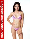 Colore rosa sexy delle signore abbastanza in bikini della stringa del reticolo del cuore