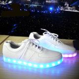 L'éclairage LED courant de 2016 de mode femmes de sport chausse le remplissage lumineux de chaussures