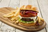 Машина мяса бургера хорошего качества обваливая в сухарях