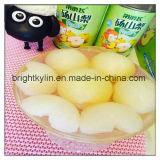 Peras enlatadas saudáveis da fruta enlatada no xarope claro