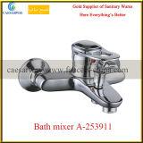 Montado en la pared sola manija de cocina mezclador de agua del fregadero