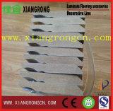 積層のフロアーリングのための幅木の使用