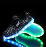 Chaussures rechargeables de Sumulation DEL de charge en gros d'USB avec des ailes pour l'usager