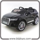 A chegada 2016 nova licenciou o passeio dos miúdos de Audi no carro