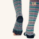 Lange Yoga-Socke mit der geöffneten Zehe