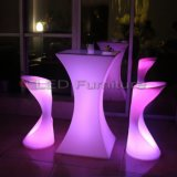 カウンターはプラスチック家具の上の高い棒椅子RGBWのLitを垂れ込む