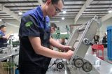 Ungar wegwerfbarer Aluminiumfolie-Behälter, der Maschine herstellt
