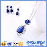 In het groot Echte Zilveren die Juwelen 925 met Blauw Kristal worden geplaatst