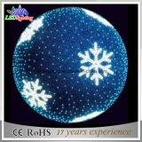 Grandes luzes vermelhas ao ar livre da esfera do Natal com estrela