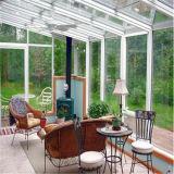 小型庭の温室を覆うポリカーボネート