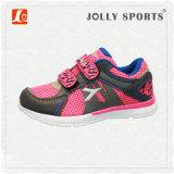 Sports de chaussures exécutant des chaussures d'espadrille pour des filles de garçons de gosses