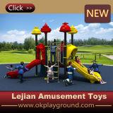 Plastikkind-im Freienspielplatz-Geräten-Plättchen für Schule (X1508-3)