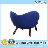 Entrada azul brilhante moderna do hotel que janta a cadeira do lazer