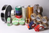 文房具のテープまたはパッキングテープか保護テープ