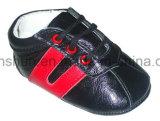Cuero de las zapatillas de deporte del bebé T7076