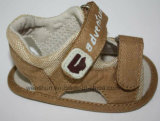 Il modo progetta i sandali del bambino