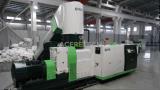 プラスチック泡立つ材料のための単段の再ペレタイジングを施す機械