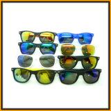 Óculos de sol pretos clássicos para o homem e o Wooman (no estoque)