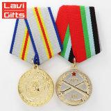 新式の熱い販売は中国に3D記念品のスポーツの軍隊の円形浮彫りのリボンが付いている軍の金属の金賞メダルをカスタム設計させる