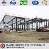 Costruzione della struttura d'acciaio per il magazzino con il garage d'acciaio