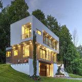 Полуфабрикат светлая дом стальной структуры с деревянной панелью