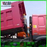 까만 색깔 디젤 엔진 371HP 팁 주는 사람 덤프 트럭을 운전하는 오른손