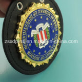 Custom poco costoso Gold Enamel Military Badge con Leather