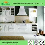 Vácuo do PVC que dá forma à porta de gabinete da cozinha (001)