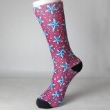 Rote Sterne kopierten die kundenspezifischen Sublimation-Socken