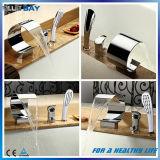 Taraud de mélangeur en laiton répandu de baignoire de cascade à écriture ligne par ligne avec la douche de main