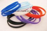 Wristband sottile popolare del silicone con il marchio su ordinazione