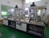 Máquina de impressão automática cheia da tela de uma superfície plana da madeira compensada de duas cores