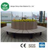 WPCのベンチが付いている屋外の植木鉢