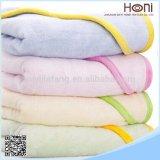 卸売の100%年の綿の明白なカラーフード付きのポンチョの赤ん坊タオル