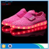 O baixo OEM de MOQ personaliza sapatas leves unisex luminosas do diodo emissor de luz