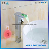 Robinet neuf de bassin de bassin de toilettes de la cascade à écriture ligne par ligne DEL de qualité